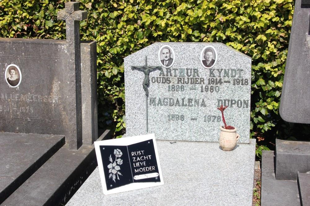 Veteran War Graves Aartrijke