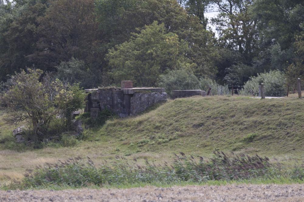 Stützpunkt Heinrich - Observation Bunker with Tobruk