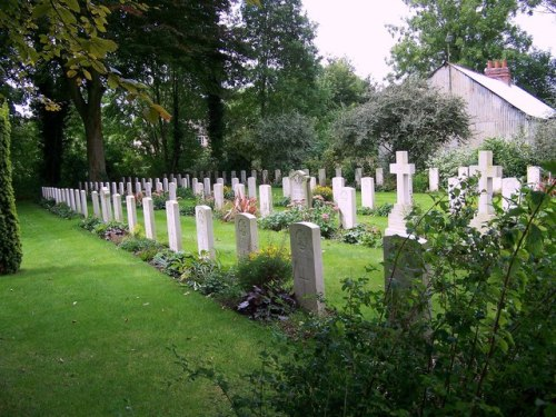 Commonwealth War Graves St Mary New Churchyard