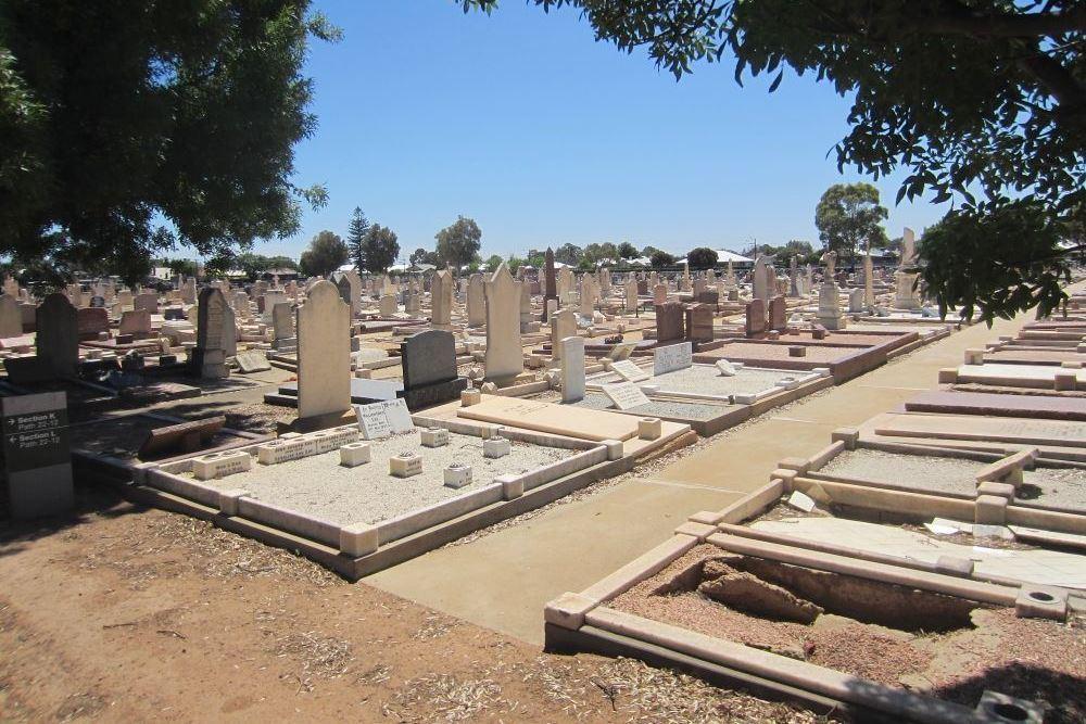 Commonwealth War Graves Cheltenham Cemetery