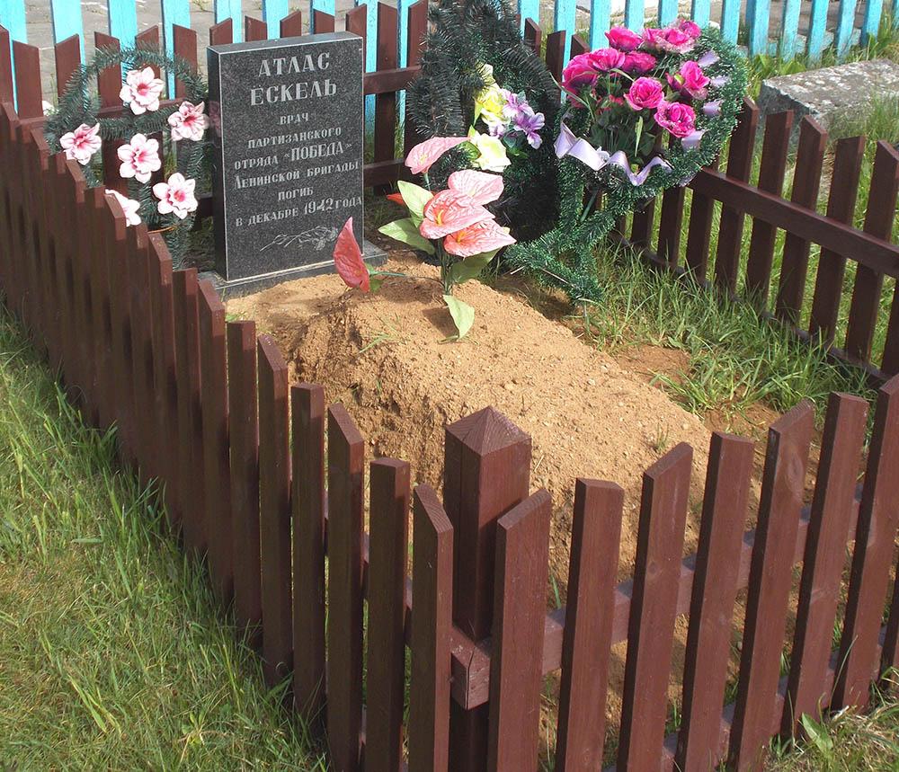 Grave Eskel Atlas