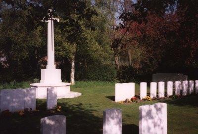 Commonwealth War Graves Landican Cemetery