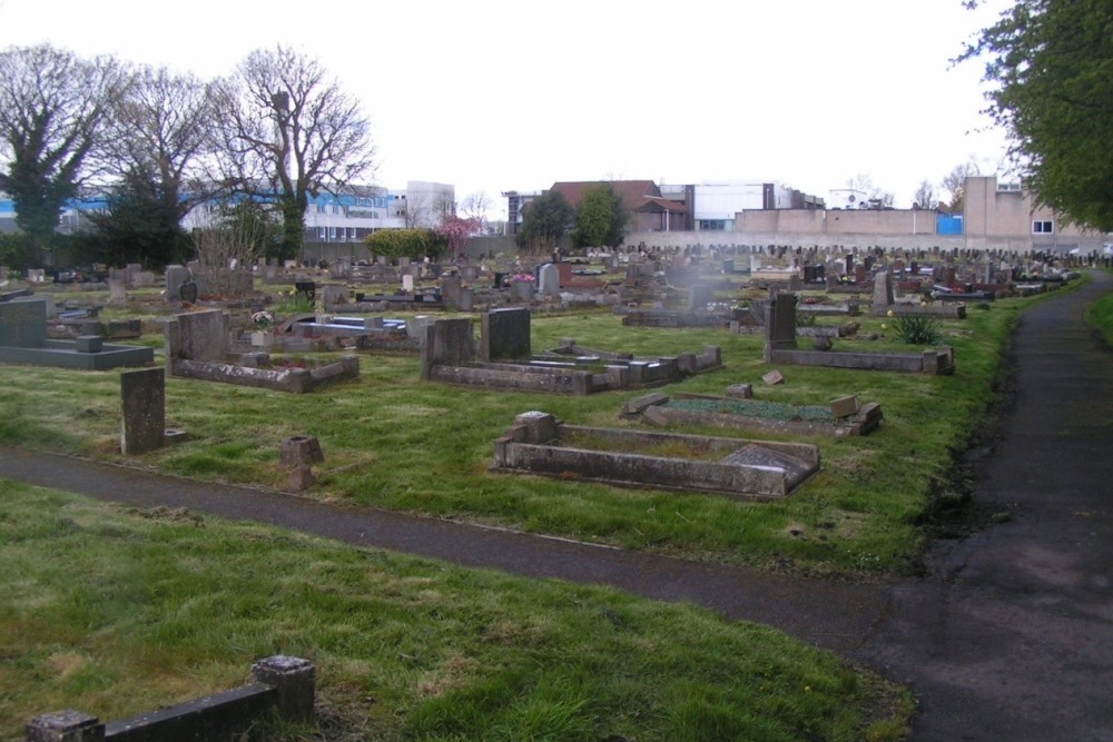 Commonwealth War Graves St. Thomas Churchyard Extension