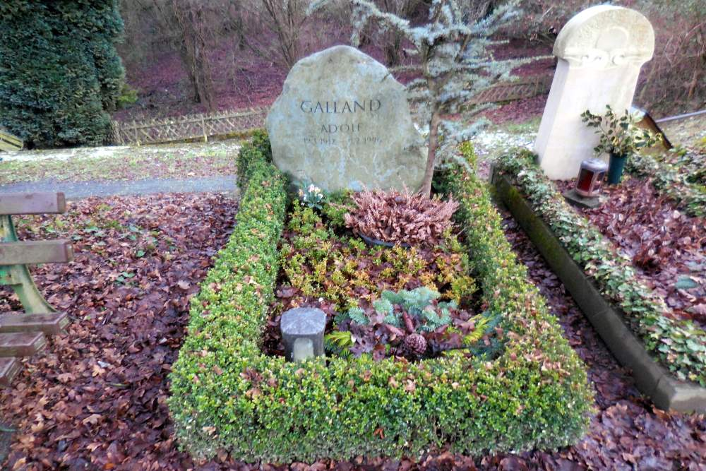 Grave Adolf Galland