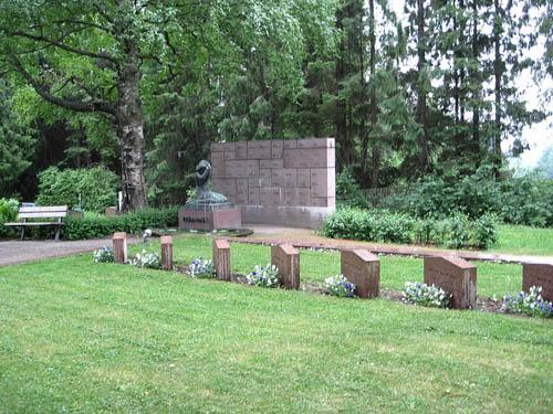 Finnish War Graves Karinainen