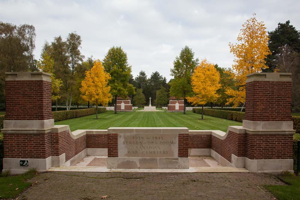 Canadian War Cemetery Bergen op Zoom