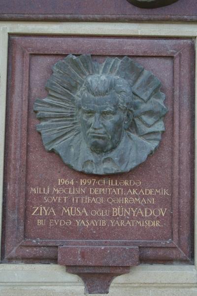 Aanduiding Voormalige Woning Ziya Bunyadov