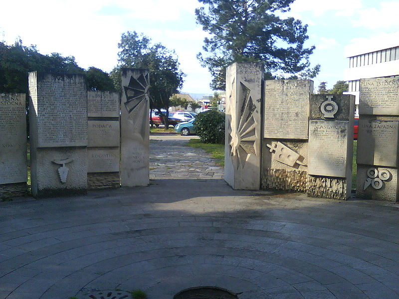 Monument Omgekomen Partizanen Ploče