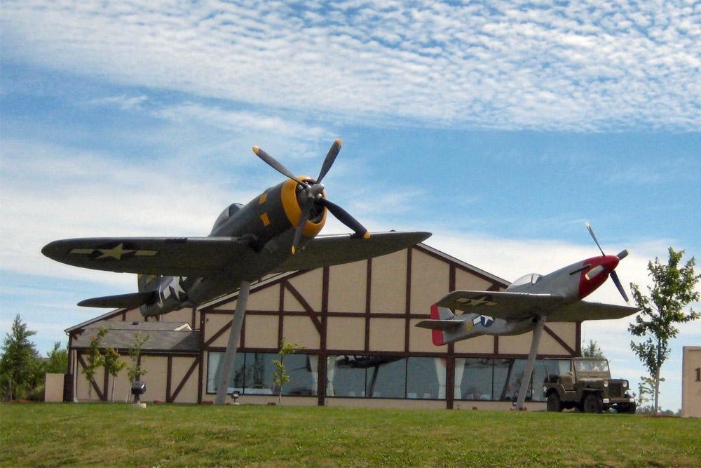 Replicas P-47 Thunderbolt & P-51 Mustang