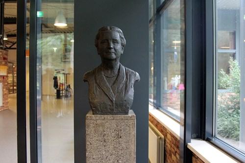 Borstbeeld Koningin Wilhelmina