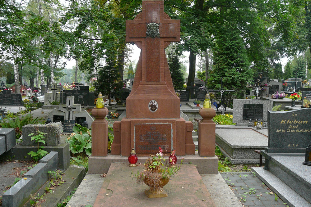 Poolse Oorlogsgraven Katholieke Gemeentelijke Begraaflaats Olkusz