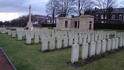 Oorlogsgraven van het Gemenebest Valenciennes