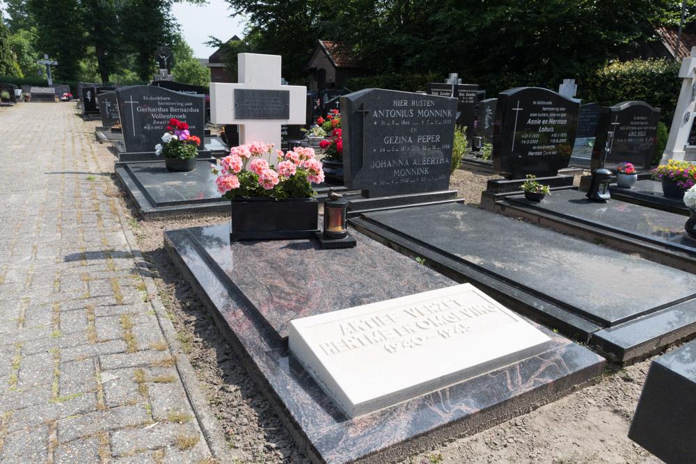 War Memorial and Grave of Hendrik Oude Egbrink