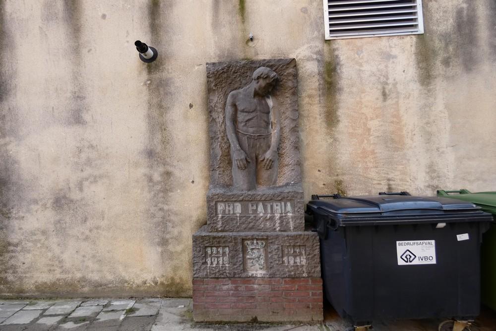 Monument Weggevoerde Leerlingen Middenschool Brugge