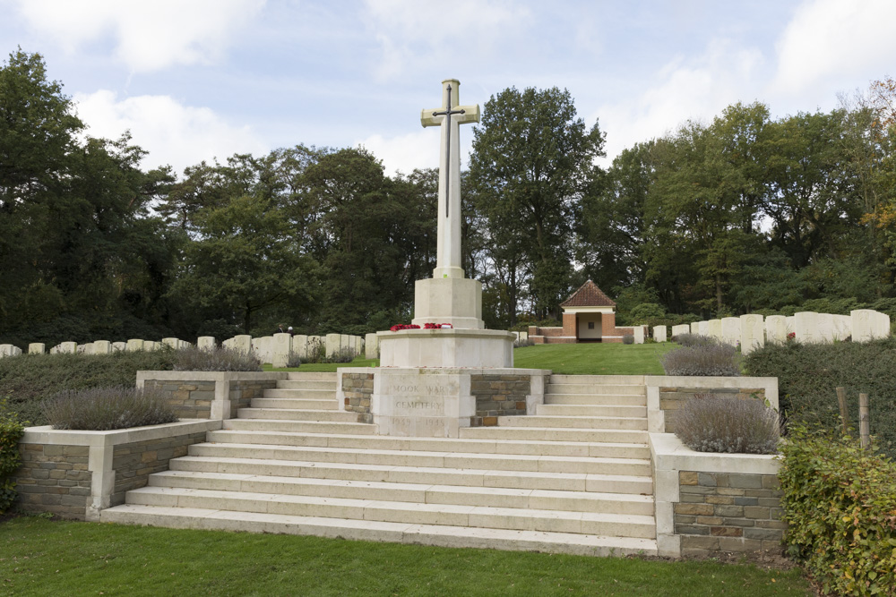 Commonwealth War Cemetery Mook