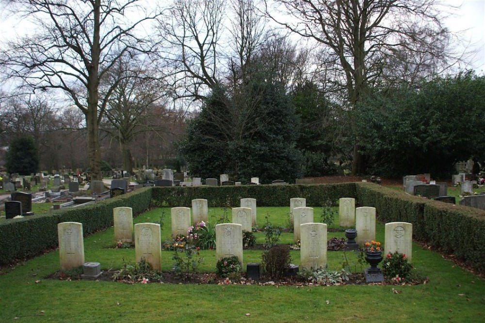 Commonwealth War Graves Hartshill Cemetery