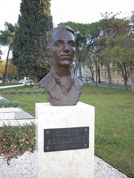 Bust Giulio Revelante