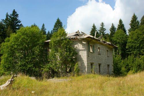Alpenmuur - Voormalige Italiaanse Kazerne Trstenik