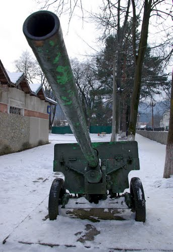 Liberation Memorial (ZiS-3 76 mm Field Gun) Yaremche