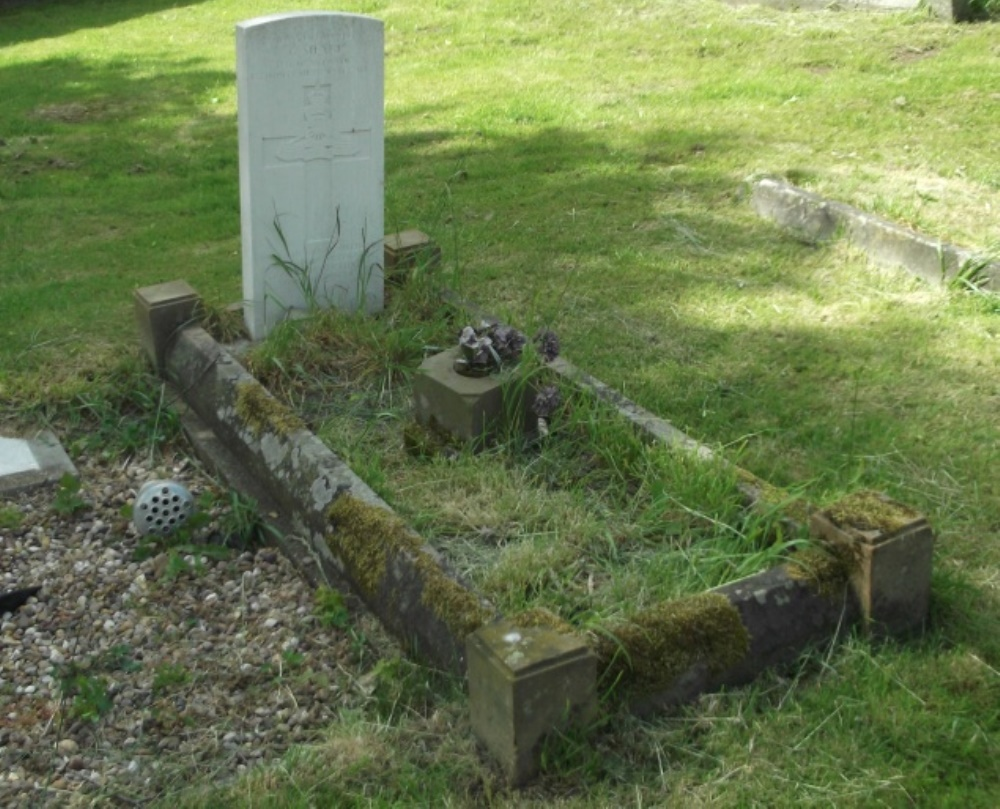 Commonwealth War Grave St. Andrew Churchyard