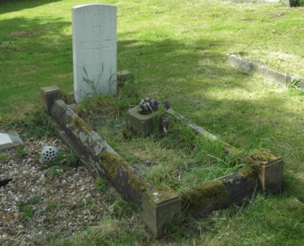 Oorlogsgraf van het Gemenebest St. Andrew Churchyard
