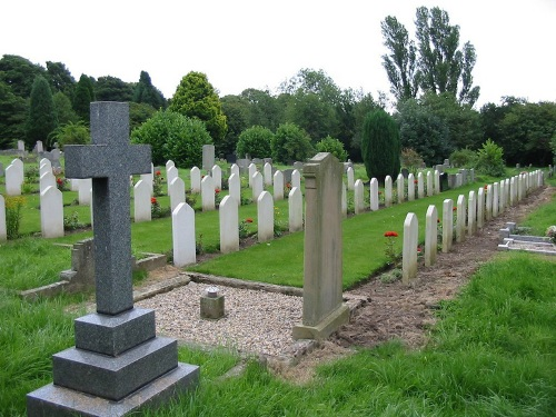 Commonwealth War Graves St. Mary and St. James Churchyard