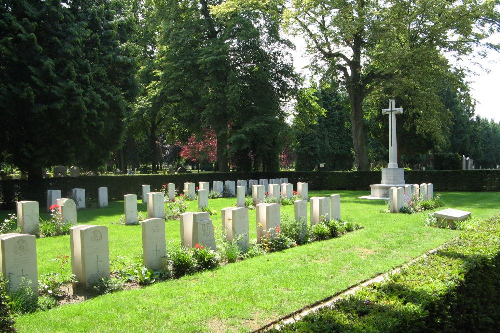 Oorlogsgraven van het Gemenebest Centrale Begraafplaats Brugge