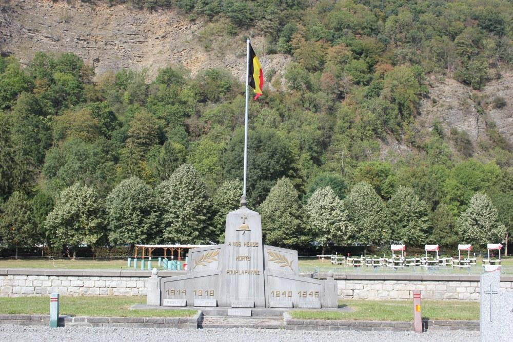 Oorlogsmonument Begraafplaats Aywaille