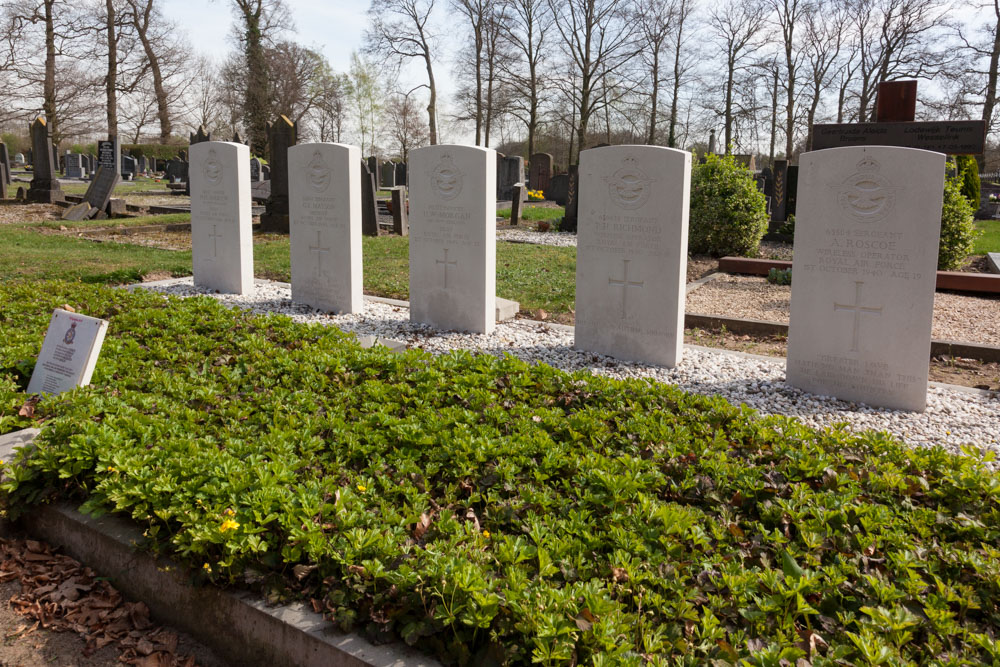 Oorlogsgraven van het Gemenebest Algemene Begraafplaats Hummelo