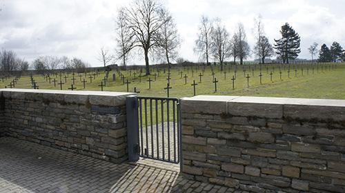 Duitse Oorlogsbegraafplaats Saint-Étienne-à-Arnes