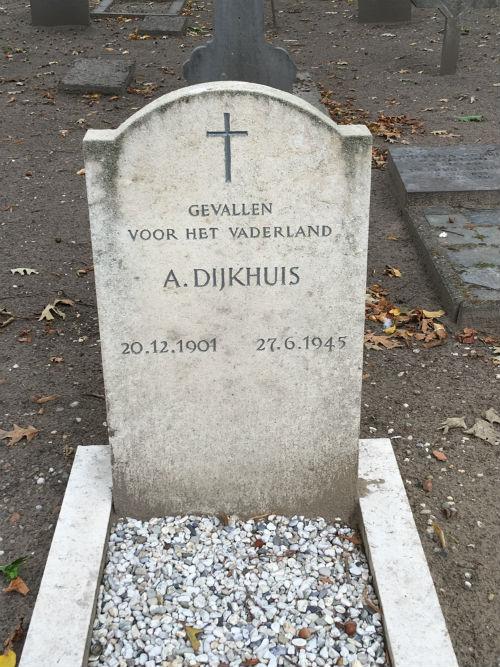 Nederlands Oorlogsgraf Rooms Katholieke Begraafplaats Putten