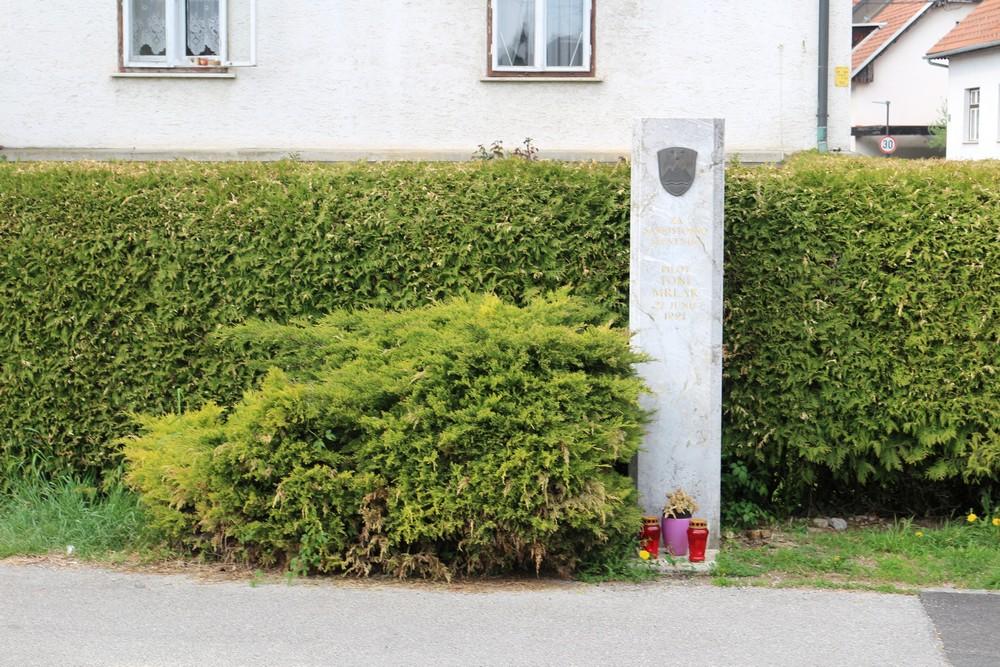 Monument Toni Mrlak