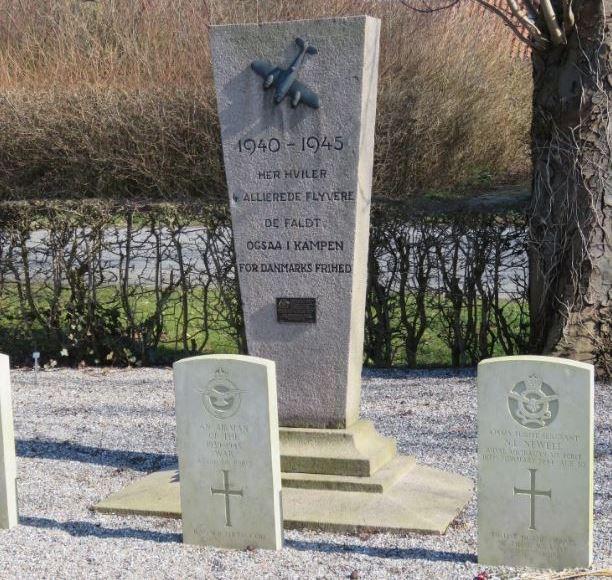 Commonwealth War Graves Kappel Churchyard