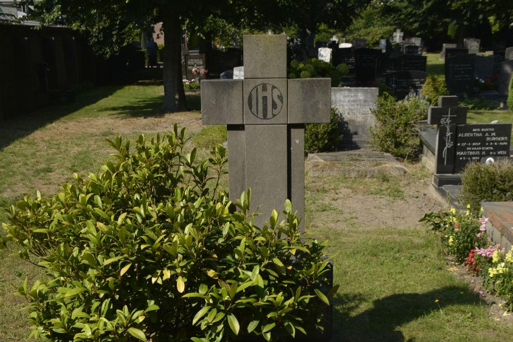 Dutch War Grave Roman Catholic Cemetery St. Petrus Eindhoven