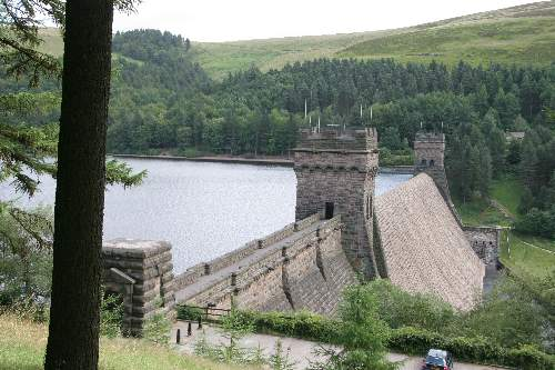 Derwent Dam and Memorial 617 squadron