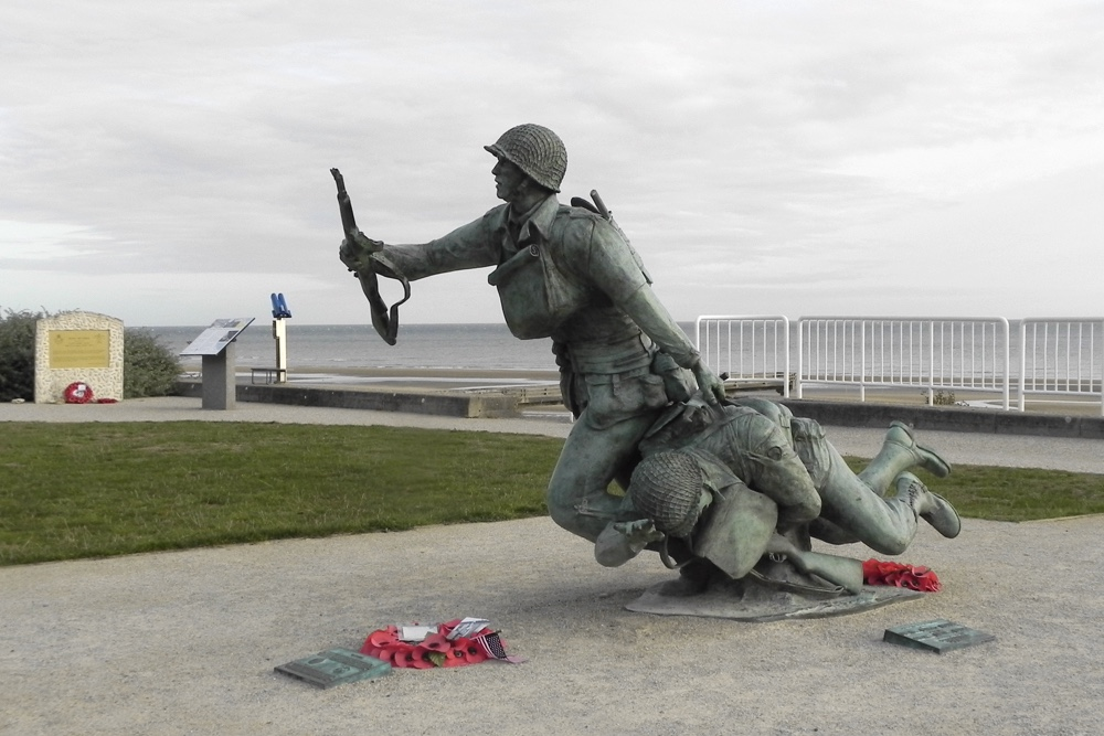 Monument Wounded Soldier Omaha Beach