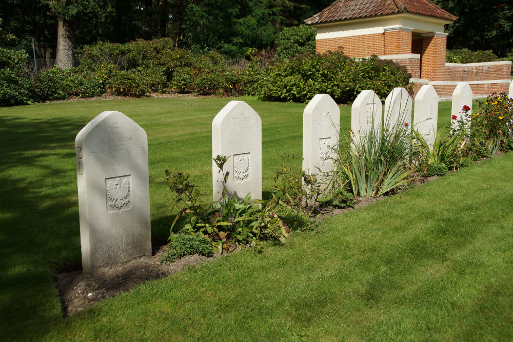 Polish War Graves Commonwealth War Cemetery Mook