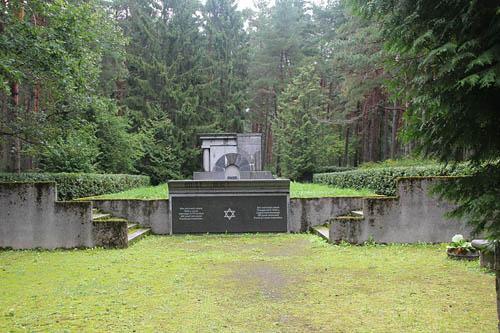 Mass Grave Victims Holocaust Metsakalmistu
