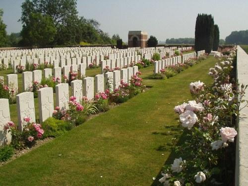 Oorlogsbegraafplaats van het Gemenebest Aubers Ridge