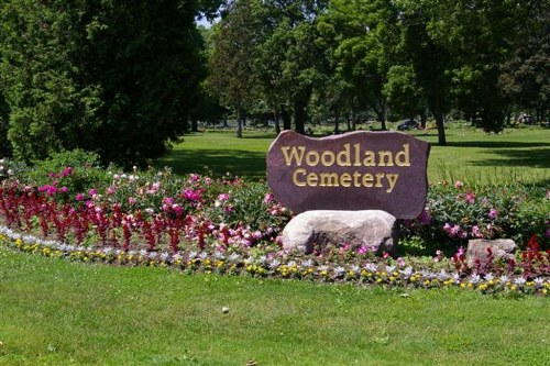 Commonwealth War Graves Woodlands Cemetery