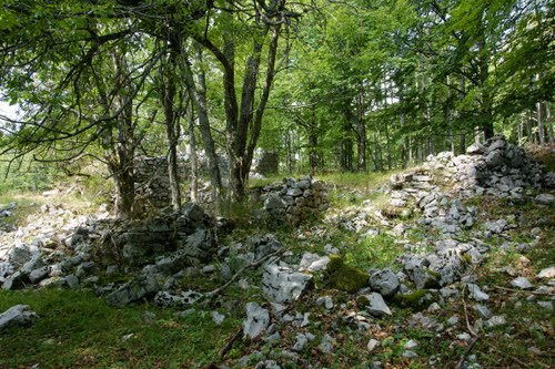 Alpenmuur - Ruïne Italiaanse Kazerne Trstenik