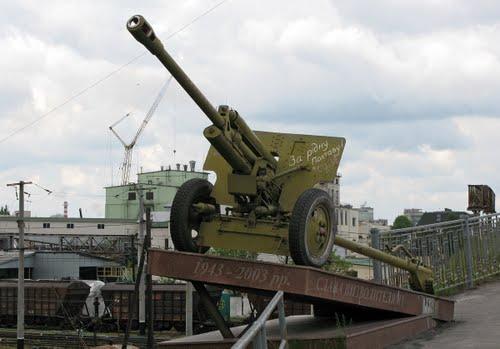 Monument 60e Jubileum Bevrijding (ZiS-3 76mm Veldkanon) Poltava