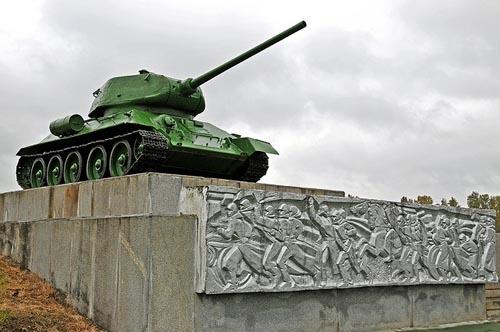 Monument (T-34/85 Tank) Slag bij Borodino Veld