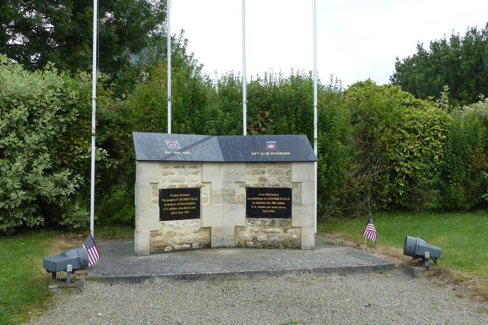 Monument 82 A/B Division en 90th Infantry Division