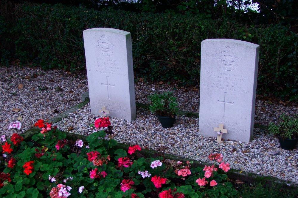 Oorlogsgraven van het Gemenebest Rooms Katholieke Begraafplaats Ravenstein