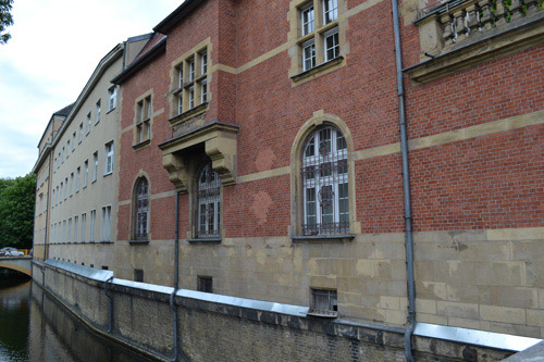 Granaatinslagen Stadtbibliothek Spandau
