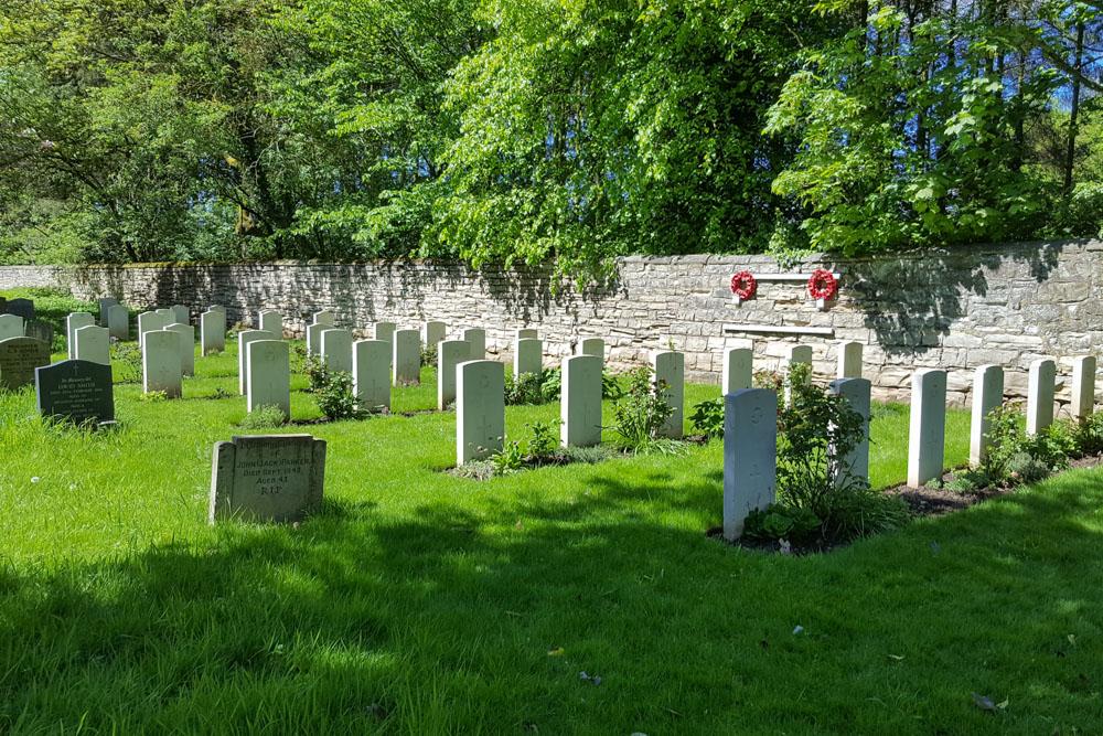 Oorlogsgraven van het Gemenebest St. John the Baptist Churchyard Extension