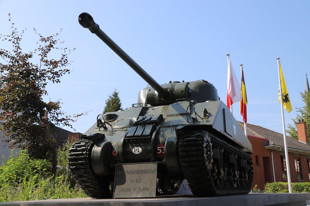 Bevrijdingsmonument - Sherman Firefly Tank Tielt
