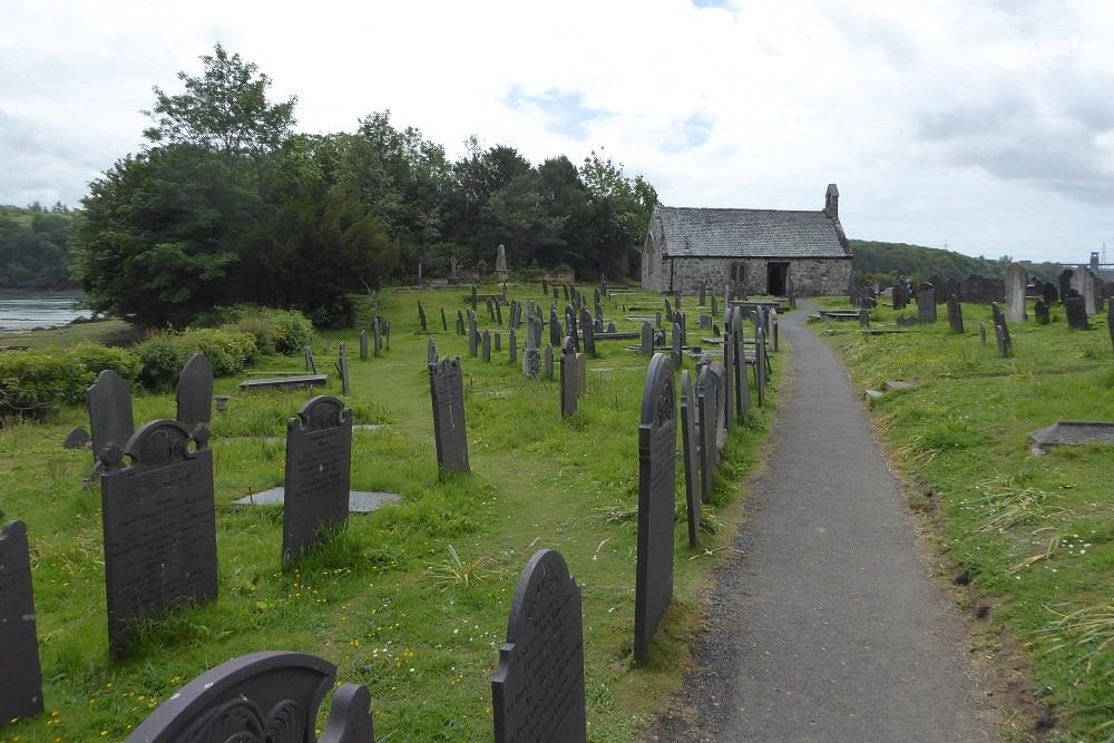 Commonwealth War Graves St. Tyssilio and St. Mary Churchyard