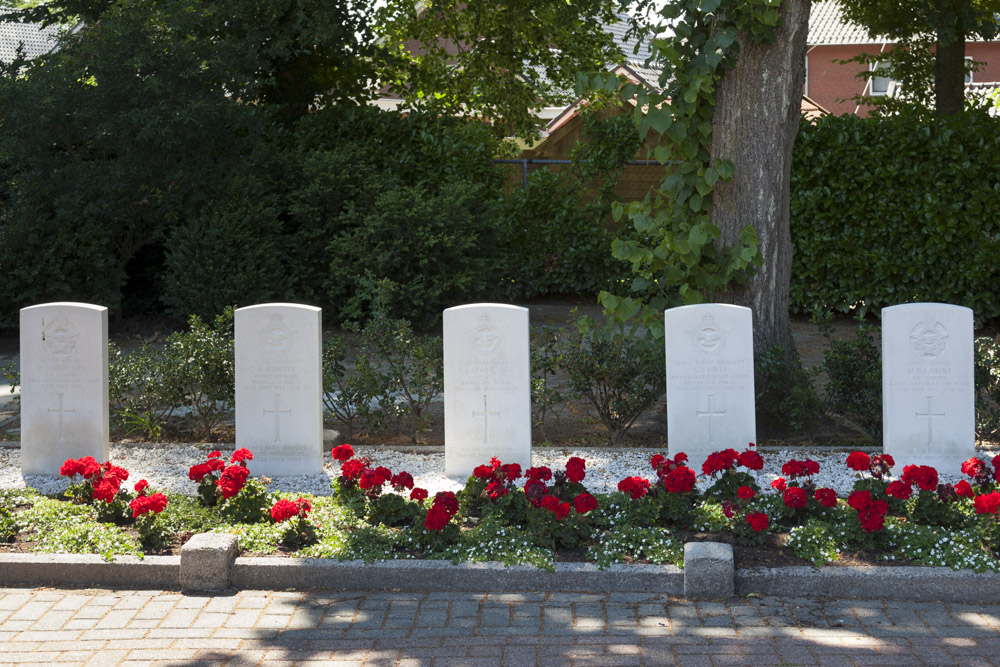 Commonwealth War Graves Roman Catholic Cemetery Reutum